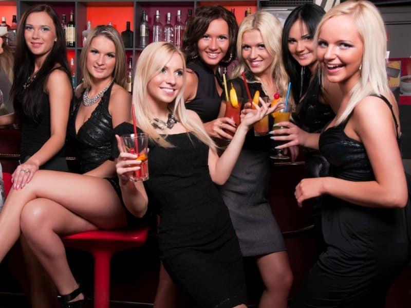 hostess drink nei piano bar