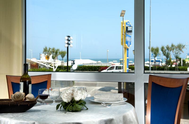 Hotel ambra a rimini for Bagno 69 rimini