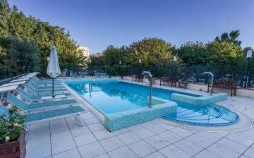 Hotel sul mare ideale per famiglie: con piscina, garage e parcheggio