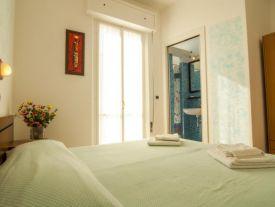 stanza matrimoniale, balcone vista mare, box doccia, perfetta per una coppia!!