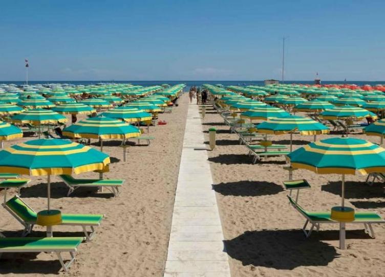 albergo 3 stelle a viserba di rimini con animazione in spiaggia