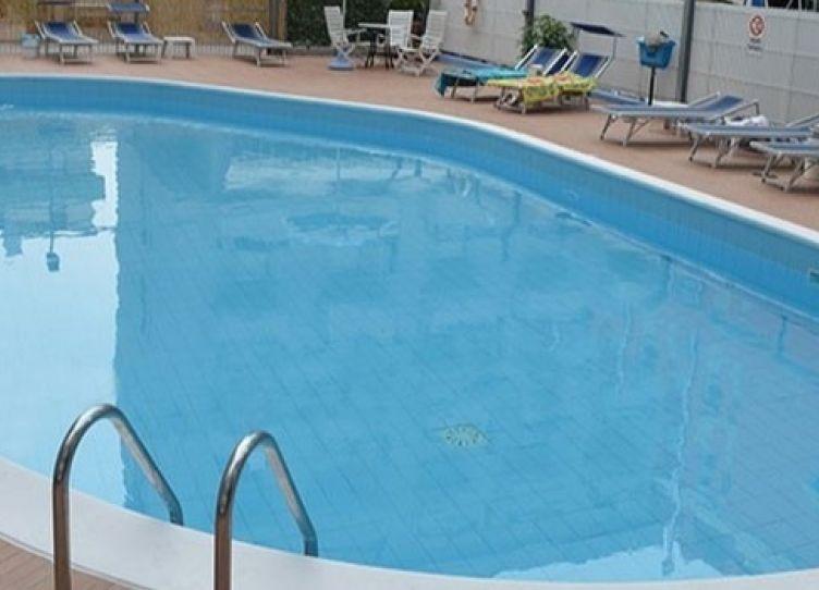 hotel cattolica con piscina