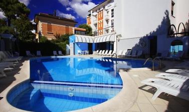 hotel tre stelle a rimini con piscina