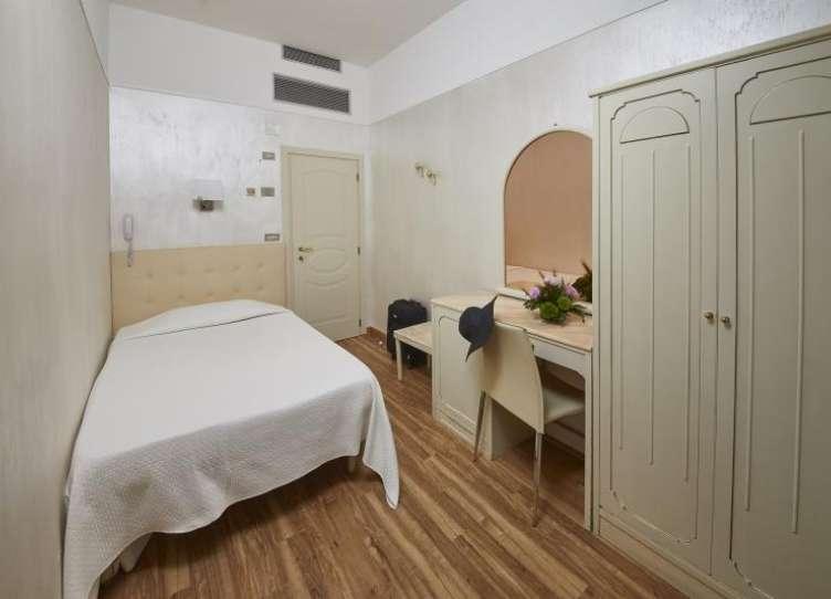 hotel 4 stelle rimini camera singola grande