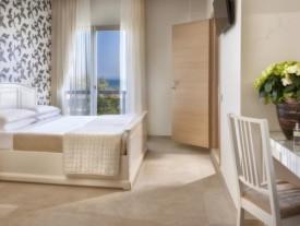 Hotel 3 stelle a Rivazzurra di Rimini fronte mare