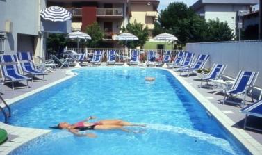 Hotel 3 stelle a Torre Pedrera con piscina