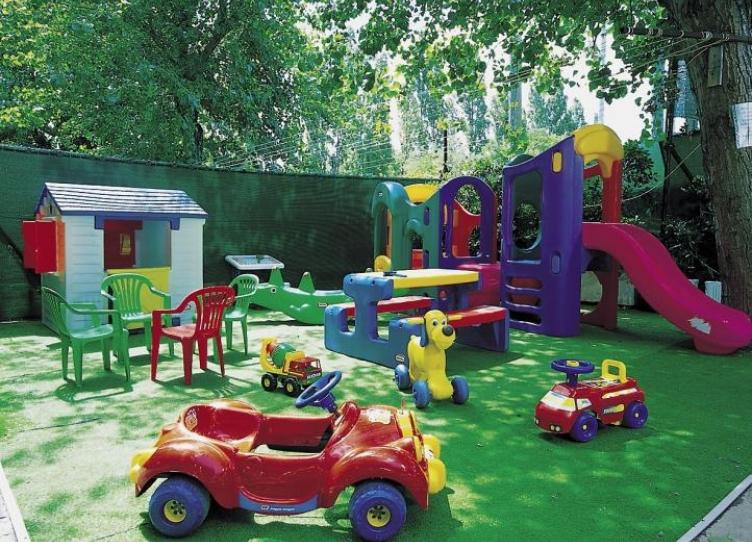 Hotel 3 stelle a Miramare con giochi per bambini