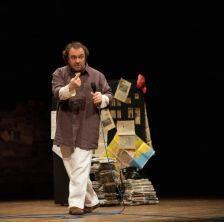 Balasso in una scena del monologo. Ph. Massimo Battista