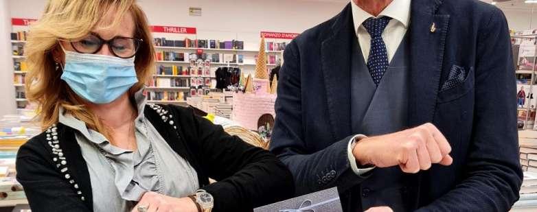 Alessandra Semproli con Massimo Bobbo ritira la Gift card