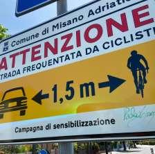 Cartello attento ai ciclisti