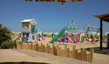 hotel tiberius e giochi in spiaggia